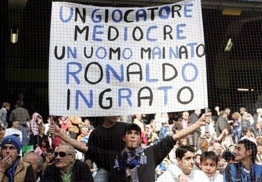 striscione ronaldo mediocre